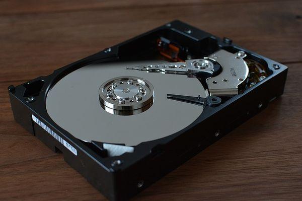 Desktop-Festplatte in den NAS-Server?