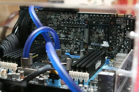 Mainboard mit Arbeitsspeicher und Prozessor